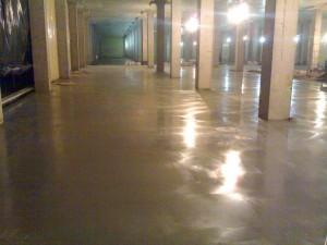 Промышленный бетонный пол с сухим упрочнителем.